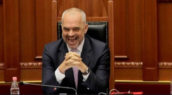 Analiza/ EurActiv: Rama futi sërish persona me precedentë penalë më parlament